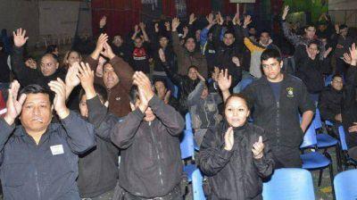 Por masivo acuartelamiento policial, el Gobierno llamó a gendarmes y prefectos