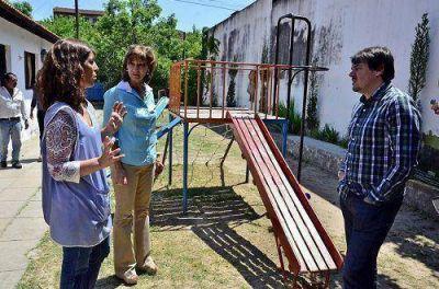 Ayuda municipal a escuelas provinciales: 280 litros de pintura para la Primaria 40 y el Jardín 903