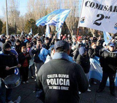 """Un sector de la policía de Santa Cruz se autoacuarteló y se teme por un """"rebote"""""""