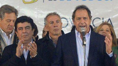 Scioli se mostrará con dos precandidatos oficialistas que buscan sucederlo en la Provincia