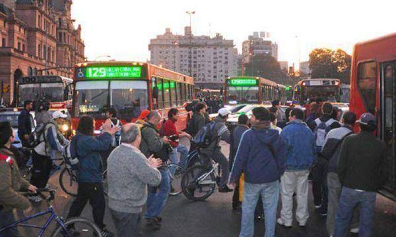 El Gobierno aclaró que no va a autorizar aumentos en las tarifas del transporte público