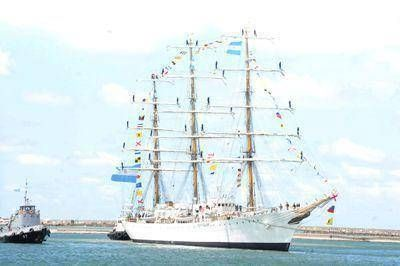 Una emotiva bienvenida tuvo la Fragata Libertad en Mar del Plata