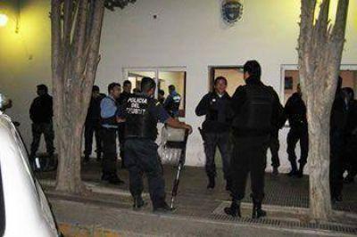 PASARON A DISPONIBILIDAD A 2 POLICÍAS POR EL ROBO DE $10.000 DE UNA COMISARÍA DE MADRYN