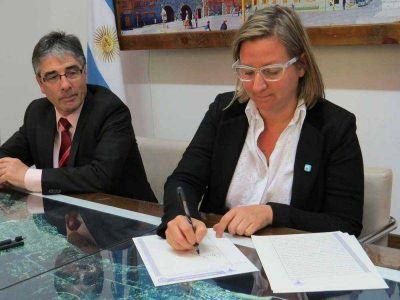 Transfieren tierras para obras de 308 viviendas del PRO.CRE.AR