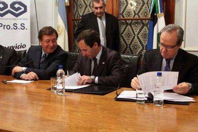 El IPROSS y Hospital Italiano firmaron convenio por derivaciones a Buenos Aires