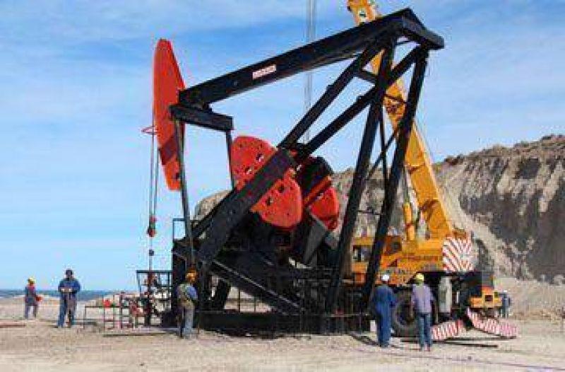 200 petroleros mantienen medidas de fuerza y son intimados a trabajar