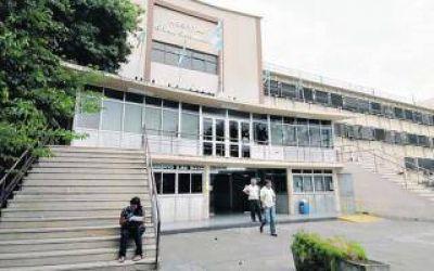 La Plata: Paro de 24 horas en Hospital San Mart�n por agresi�n a enfermero