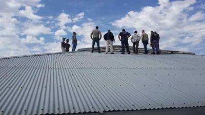 Por filtraciones, cambiarán la cúpula del techo de los colegios secundarios