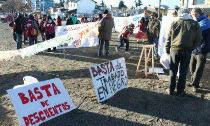Sin movilizaci�n, ATE tambi�n reclam� el bono navide�o en Bariloche