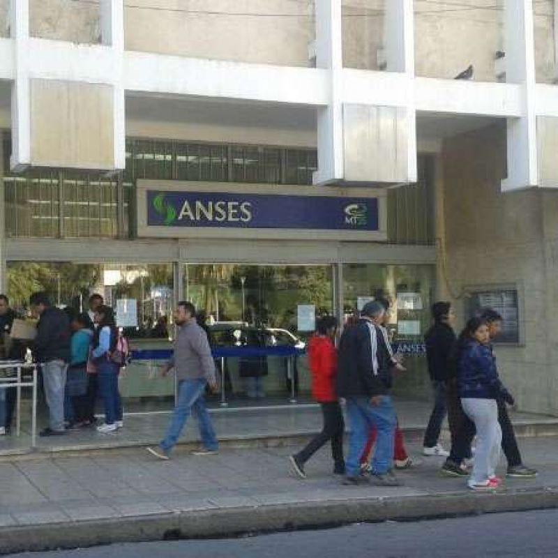 Pensionados y jubilados riojanos podrán acceder al Plan de Viajes en Aerolíneas