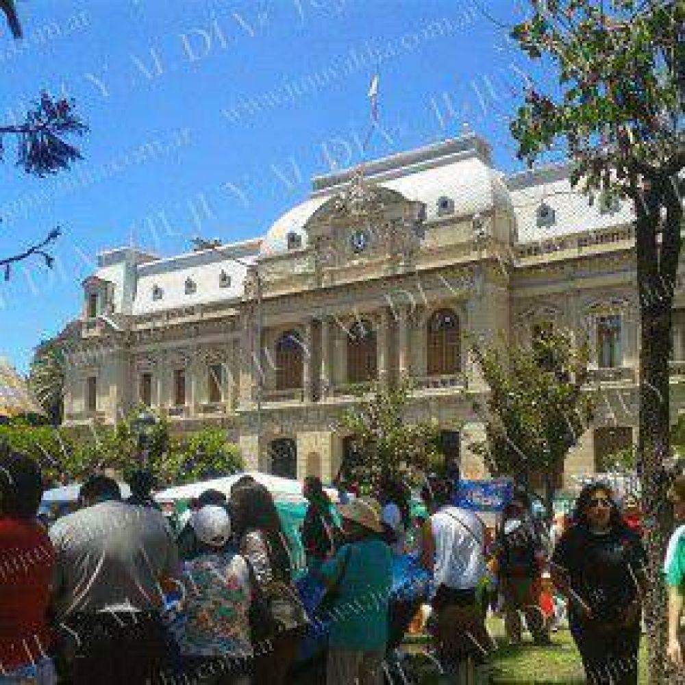 Gremios de la Intersindical de Jujuy dieron comienzo al acampe en Plaza Belgrano por la falta de respuestas del gobierno de Fellner