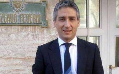 Procesan al director del medio La Brújula 24 por negarse a revelar sus fuentes en el caso Suris