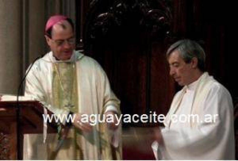 El sacerdote Juan José Sarasola es velado en la Iglesia Catedral