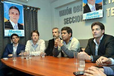 Promueven candidatura de Martín Llaryora