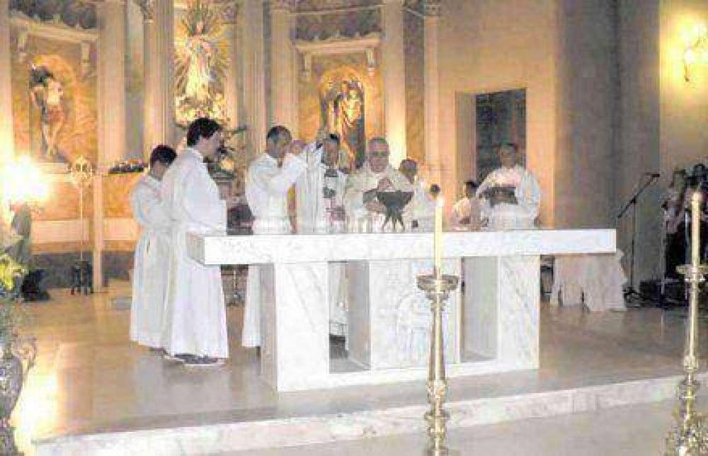 Obispo presidió ceremonia de consagración del templo