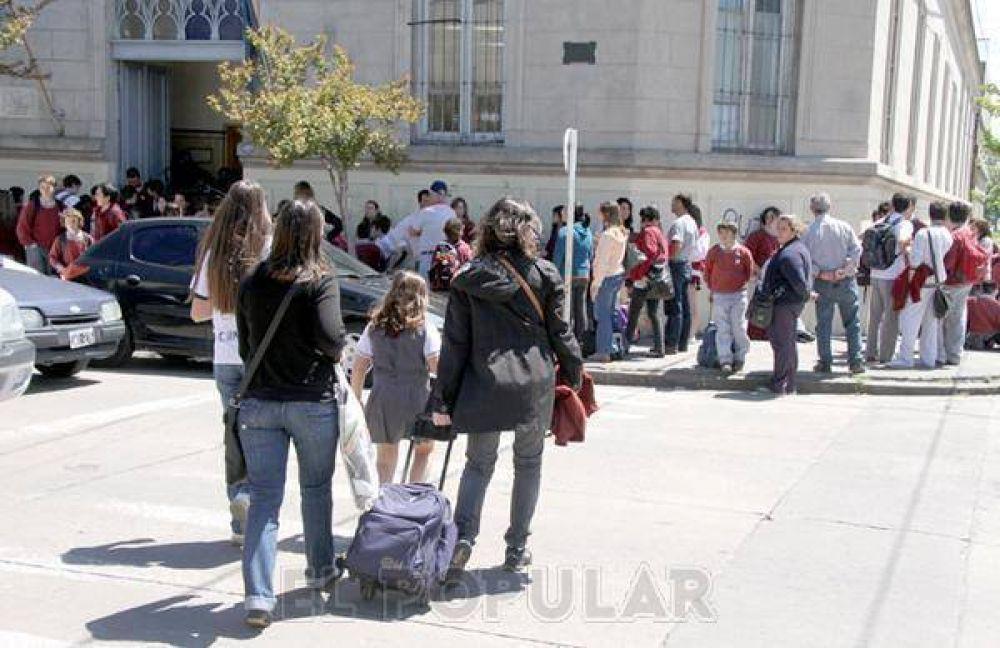 Docentes privados bonaerenses denuncian deudas en subvención a instituciones