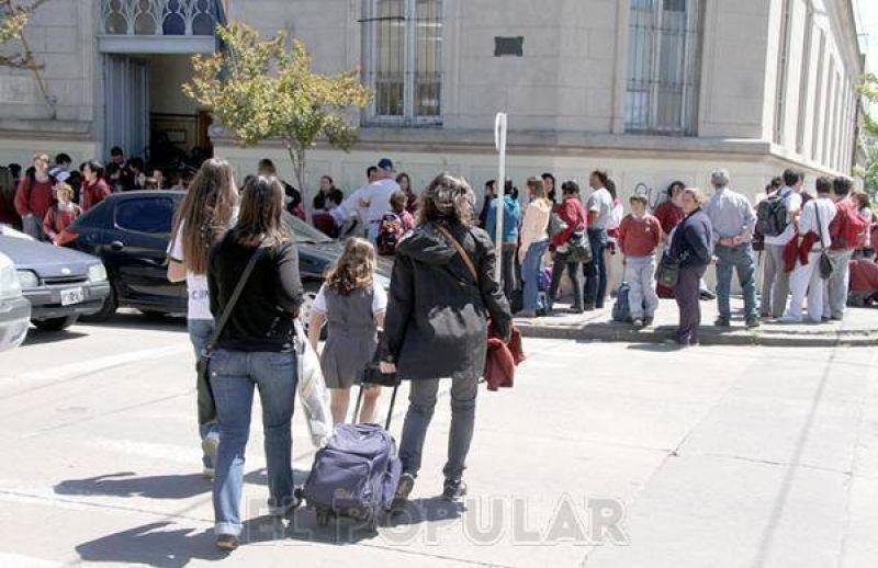 Docentes privados bonaerenses denuncian deudas en subvenci�n a instituciones