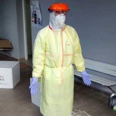 Ébola: Capacitación en el uso adecuado de trajes para tratar casos sospechosos