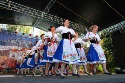 La Fiesta de las Colectividades comenzó con ritmo y alegría