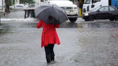 Llueve en la Ciudad y rige una alerta por caída de granizo