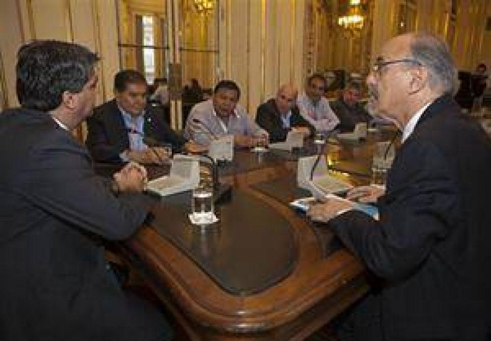 Admite el Gobierno los acuerdos privados para compensar Ganancias