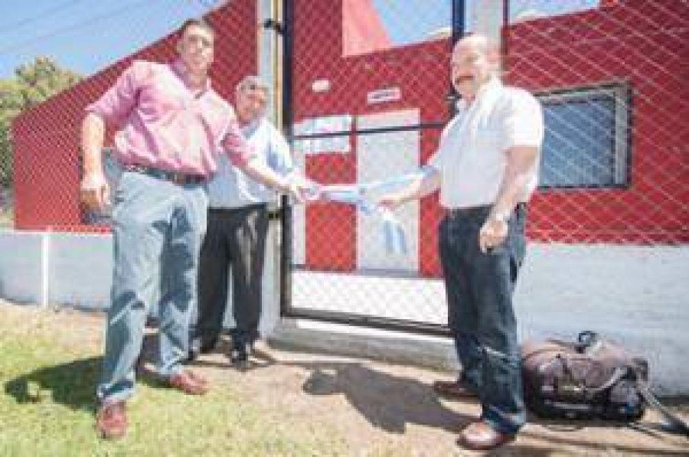 El intendente entregó un subsidio al Club Chacarita destinado a la iluminación de su predio