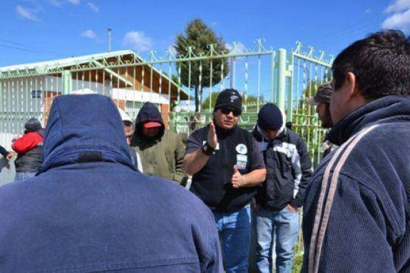 Trabajadores reclaman frente a la base de la empresa Sodexo ingresar a la bolsa de trabajo