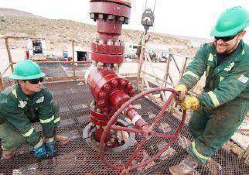 Los petroleros presionan por el bono de fin de a�o
