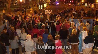 13N: Un grupo de personas realizó un cacerolazo contra Cristina