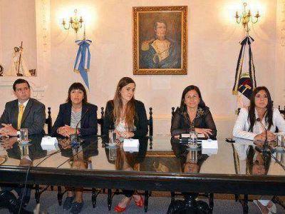 Discriminaci�n � Presentaron informe de ni�ez, migraciones y derechos humanos