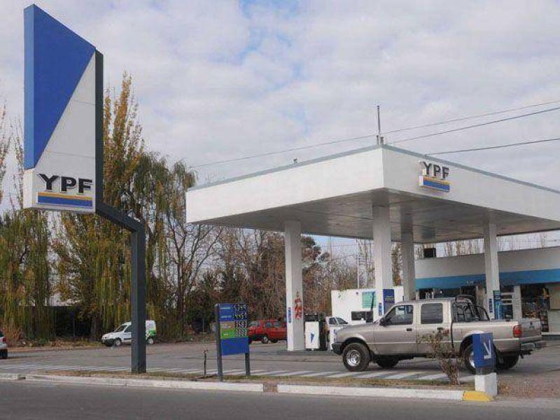 Los petroleros confirmaron el paro de este viernes y faltaría combustible