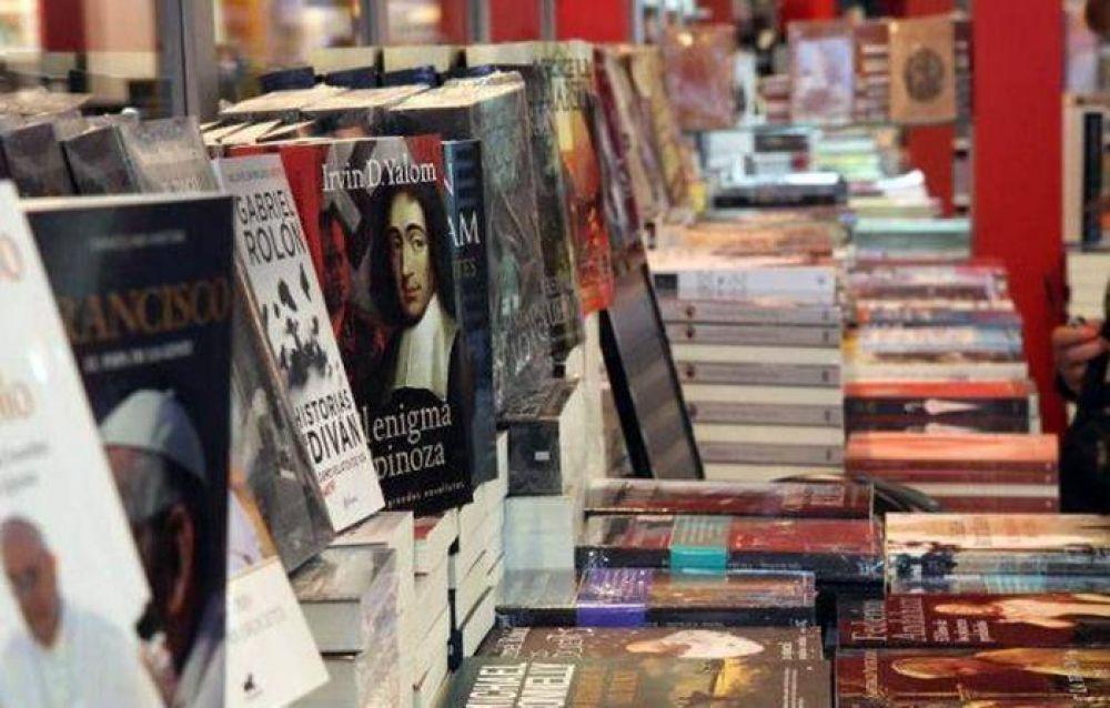 Mariana Carbajal, Gastón Intelisano y Carlos Gabetta visitan la Feria del Libro