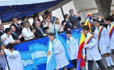 Acompañado por una multitud Colombi encabezó la celebración del 204 aniversario de Curuzú Cuatiá