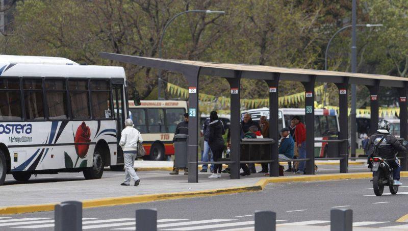 Gremios del transporte se reúnen con el Gobierno: exigen bono de fin de año
