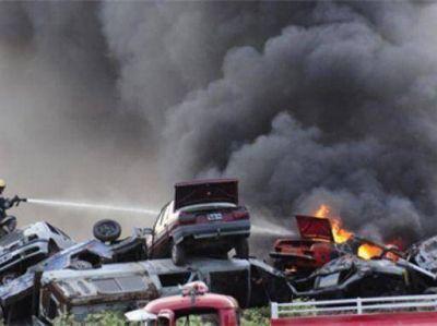 Se incendió un depósito de vehículos