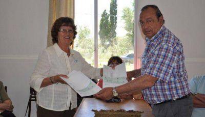 Sánchez entregó subsidios al Centro de Jubilados de Copetonas