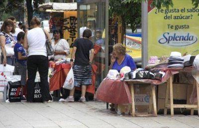 """""""Es vertiginoso el avance de la venta ilegal"""" en la calle"""