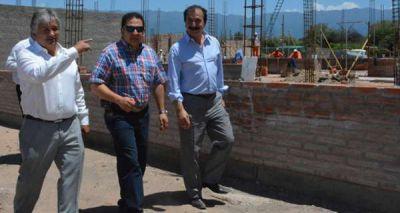 Bosetti y Flores constataron avance de edificios escolares que se inaugurar�n en 2015