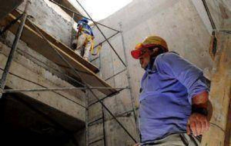 Pese al parate, la construcción se resiste a la baja de precios