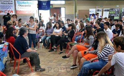 Nietos recuperados reflexionaron con estudiantes sobre el juicio de Monte Peloni