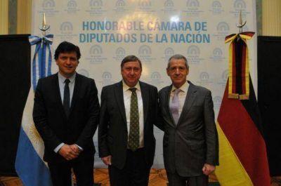 Gómez Bull mantuvo encuentro con diputado alemán André Hahn