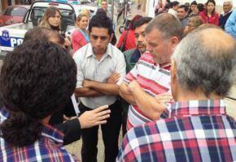 Tras hablar con el gerente del Banco Provincia, sindicalistas fueron al municipio