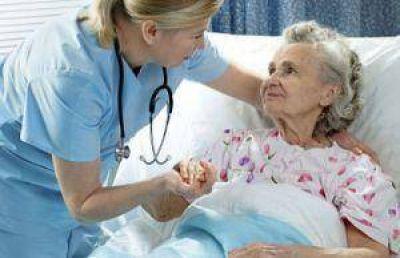 """Azil: """"Hay un faltante importantísimo de personal de enfermería en el país"""""""