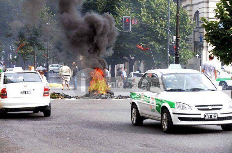 Los taxistas reclaman aumento en la tarifa: Amenazan con realizar un paro