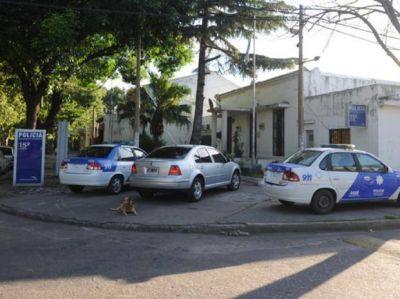Fugan 32 presos de la comisaría 15ª tras tomar como escudo a un policía
