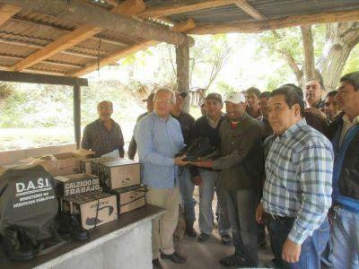 Habilitaron obra de agua potable y entregaron indumentaria trabajadores de la DASI de El Rodeo
