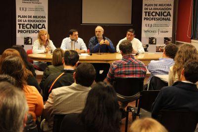 Jacobo se reunirá con intendente de localidades donde se crearán escuelas técnicas