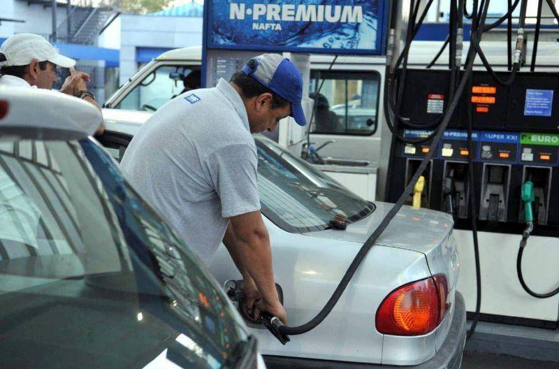 Petroleros de Mendoza no adhieren al paro y se podrá cargar nafta