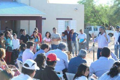 Poggi entreg� 8 viviendas del Plan Solidaridad en La Calera