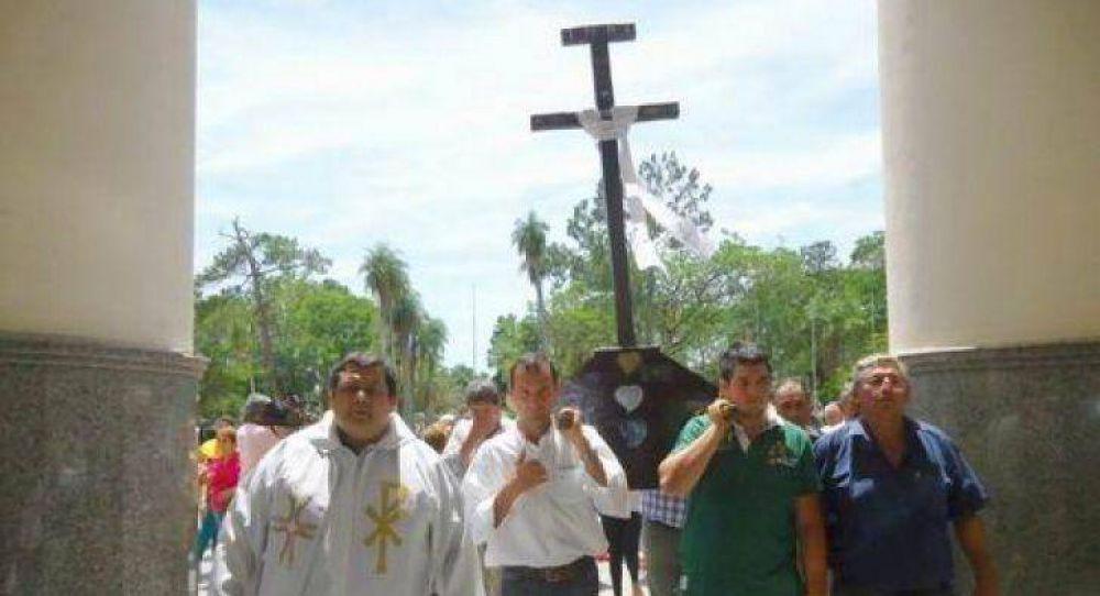 Llegó la Cruz que bendijo el Papa y comienza la gira en la Arquidiócesis